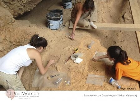 Paleolítico Medio. Espacios de vida.  Excavación de Cova Negra (Xátiva, Valencia). © Ángel Velasco