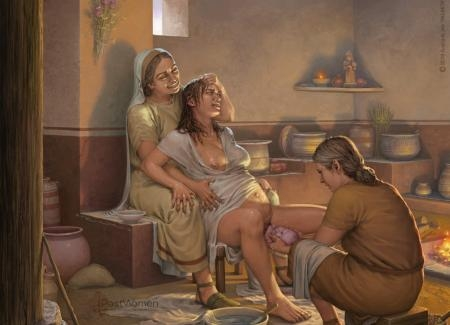 Parto asistido por dos mujeres ambientado en época ibérica. Ilustrado por ªRU-MOR